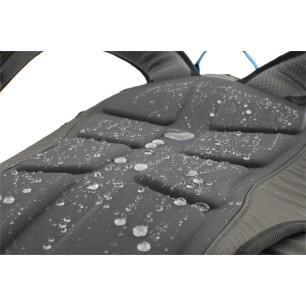 SNOFF - Nový nenasákavý lisovaný zádový systém vhodny pro použití v zimě na který se nelepí sníh a je voděodpoudivý.